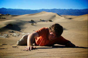 man-crawling-in-desert-dying-of-thirst