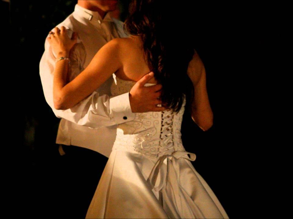 Скачать музыку в белом платье